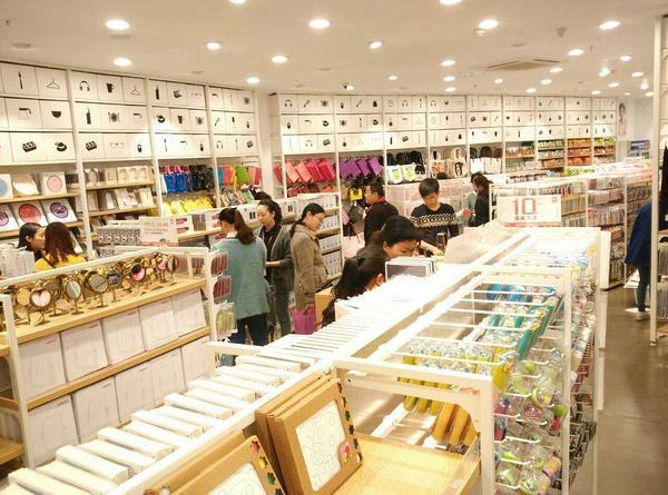 无印良品VS名创优品,同样的日式零售店名创优品做对了什么?