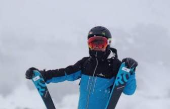 大佬们春节在干什么,雷军去奥地利滑雪,马云开路虎参加同学聚会