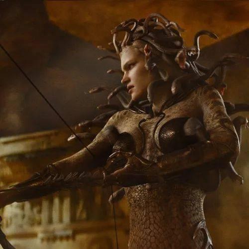 电影《诸神之战》中由俄罗斯超模纳塔利·沃佳诺娃所扮演的这个形象才