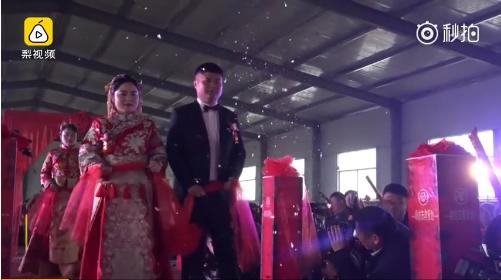10位新娘零彩礼出嫁:我们嫁的是爱情